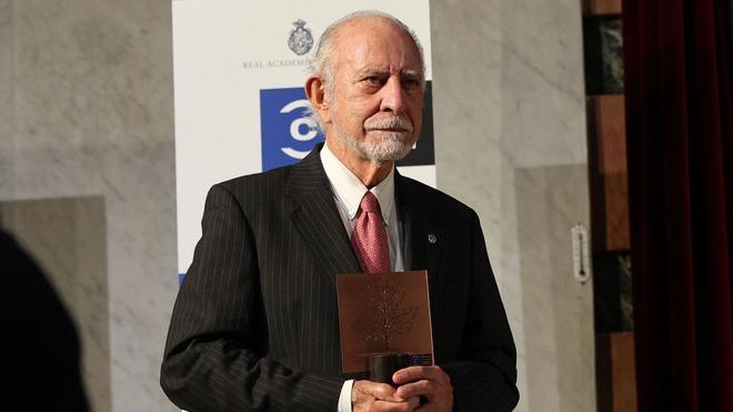 El académico gallego José María Merino, Premio Nacional de las Letras