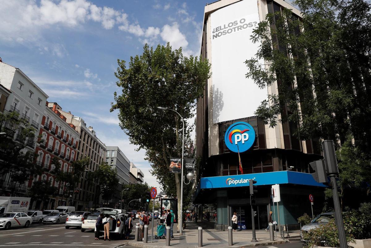 Imagen de archivo de la fachada de la sede del PP en la calle Génova de Madrid. EFE/ Ballesteros