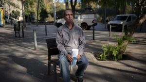"""Manel, 55 años: """"Necesito trabajo ya, en una semana me quedo en la calle"""""""