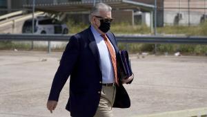 Luis Bárcenas a la salida de la cárcel de Soto del Real.
