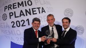 Los guionistas Antonio Mercero, Jorge Díaz y Agustín Martínez firman sus obras como Carmen Mola.