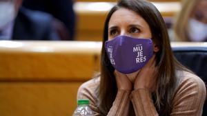 La ministra de Igualdad, Irene Montero, durante el pleno del Senado, en Madrid.